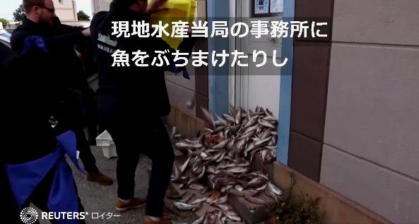 けむっし~ブログ 魚をばらまく漁師たち